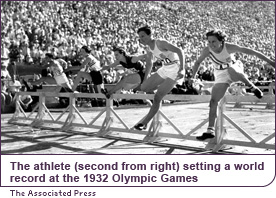 The athlete (second from right) setting a world record at the 1932 Olympic Games