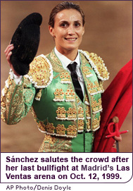 Sánchez salutes the crowd after her last bullfight at Madrid's Las Ventas arena on October 12, 1999.